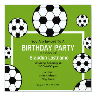 Fiesta de cumpleaños - balones del campo de fútbol invitación 13,3 cm x 13,3cm