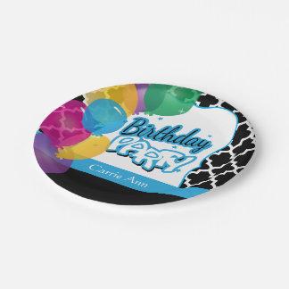 Fiesta de cumpleaños con los globos en azul plato de papel
