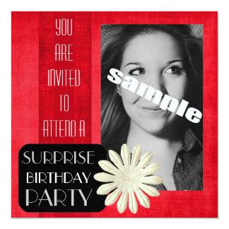 Fiesta de cumpleaños de la sorpresa para la señora invitación 13,3 cm x 13,3cm