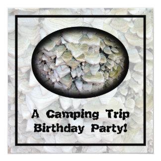 Fiesta de cumpleaños de las setas que acampa invitación 13,3 cm x 13,3cm