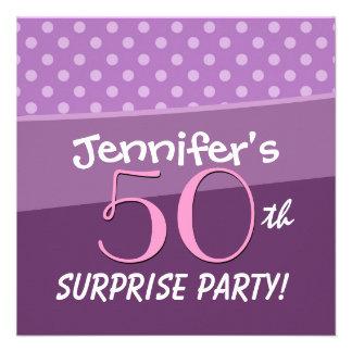 Fiesta de cumpleaños púrpura de la sorpresa de los comunicados