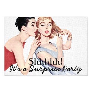 Fiesta de cumpleaños retra de la sorpresa de los comunicado