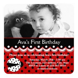 Fiesta de cumpleaños roja de la mariquita invitación 13,3 cm x 13,3cm