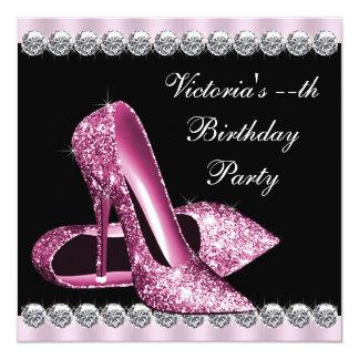 Fiesta de cumpleaños rosada de la mujer y negra invitación 13,3 cm x 13,3cm