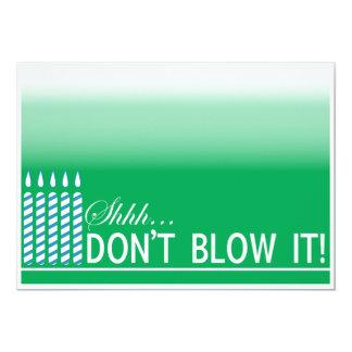 Fiesta de cumpleaños verde de la sorpresa de la invitación 12,7 x 17,8 cm