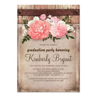 Fiesta de graduación floral rústica de madera del invitación 12,7 x 17,8 cm