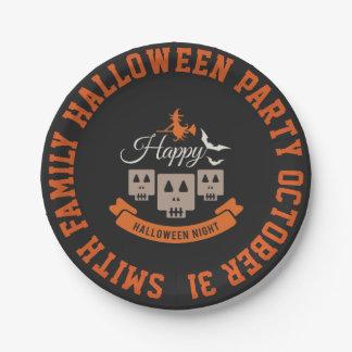 Fiesta de la noche de Halloween. Palos y brujas de Plato De Papel