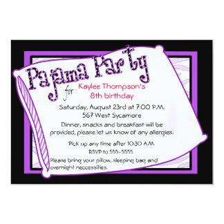 Fiesta de pijama en negro y púrpura invitación 12,7 x 17,8 cm