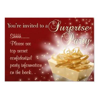 Fiesta de sorpresa el | rojo y oro invitación 12,7 x 17,8 cm