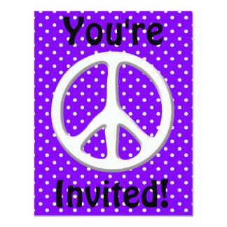 Fiesta del signo de la paz en púrpura invitación 10,8 x 13,9 cm