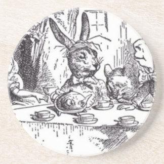 Fiesta del té enojada del sombrerero posavasos de arenisca
