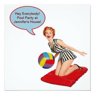 Fiesta en la piscina retra de la pelota de playa invitación 13,3 cm x 13,3cm