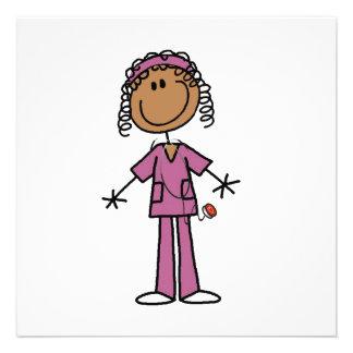 Figura afroamericana enfermera del palillo invitacion personal