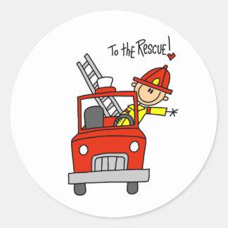Figura bombero del palillo con los pegatinas del pegatina redonda