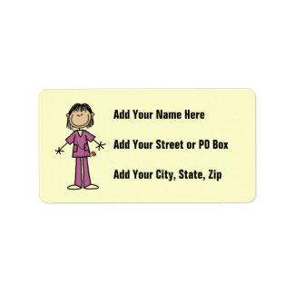Figura femenina asiática enfermera del palillo etiqueta de dirección