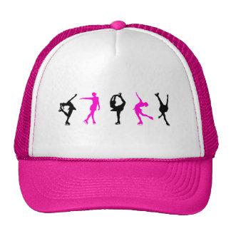 figura patinadores rosas fuertes y negro gorras