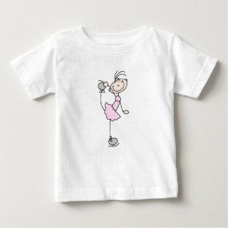 Figura rosada patinador del palillo del chica de camiseta de bebé