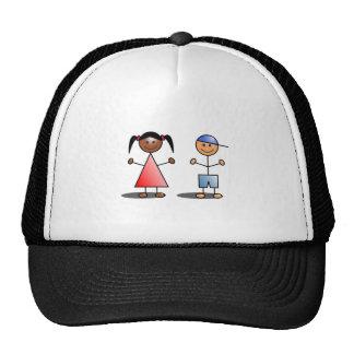 Figuras del palillo del chica y del muchacho gorras