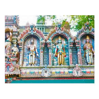 Figuras hindúes y decoraciones del templo hindú postal