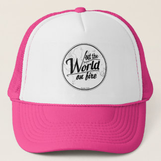 Fije el mundo en el gorra del camionero del fuego