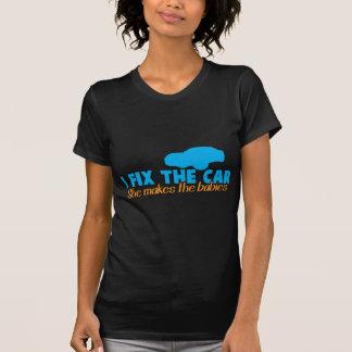 Fijo el coche que ella hace a los bebés camisetas