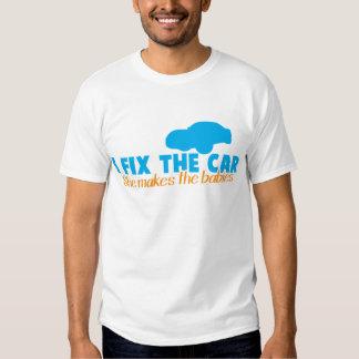Fijo el coche que ella hace a los bebés camiseta