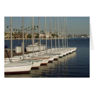 Fila de veleros atracados tarjeta de felicitación
