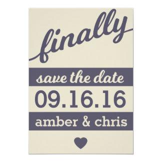 ¡Finalmente consiguiendo casado! Ahorre la fecha Invitación 12,7 X 17,8 Cm