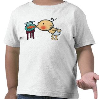 Fishbowl besa el Goldfish anaranjado Camiseta
