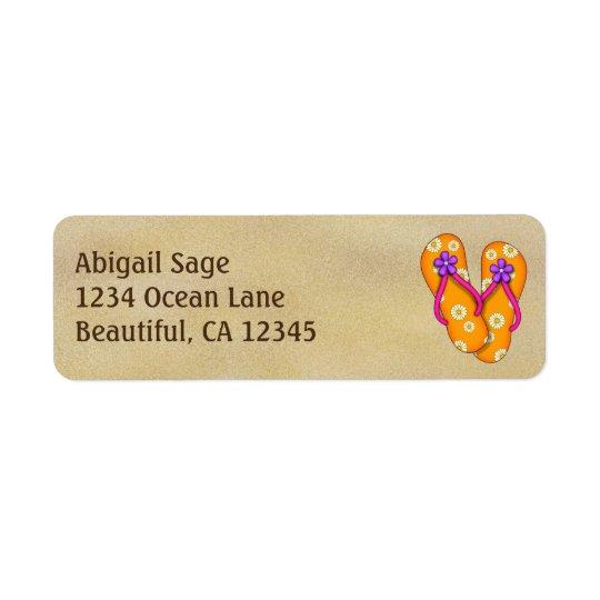 Flips-flopes anaranjados lindos en la dirección de etiqueta de remitente