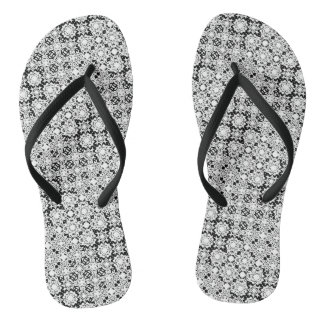 Flips-flopes blancos y negros del modelo del chanclas
