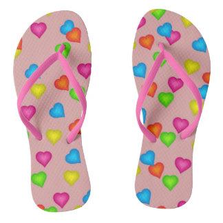 Flips-flopes coloridos del modelo de los corazones chanclas