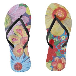 Flips-flopes con diseño de los corazones y de las chanclas