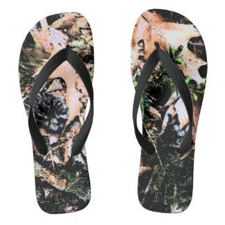 Flips-flopes del camuflaje de las hojas y de los chanclas