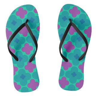 Flips-flopes púrpuras y verdes del flower power chanclas