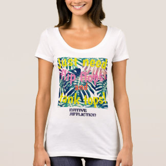 Flips-flopes y camisetas sin mangas con marca