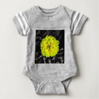 Flor amarilla body para bebé