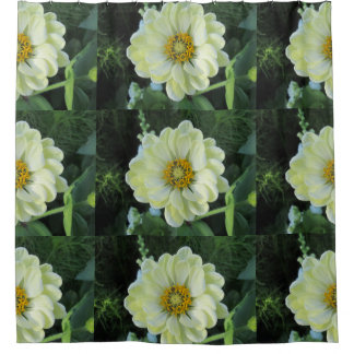 Flor amarilla clara de la dalia cortina de baño