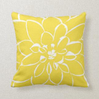 Flor amarilla del ranúnculo el | de la dalia cojín decorativo