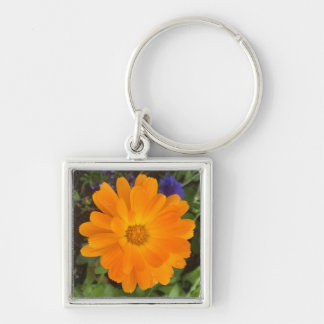 Flor anaranjada vibrante de la dalia llavero cuadrado plateado