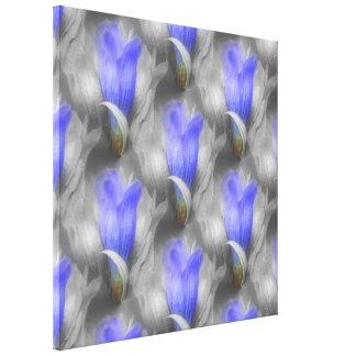 Flor azul de la genciana en blanco y negro lona estirada galerias