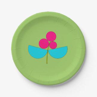 Flor azul y rosada grande en verde plato de papel