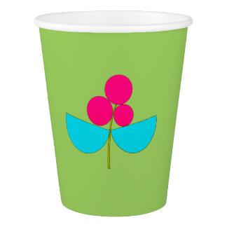 Flor azul y rosada grande en verde vaso de papel