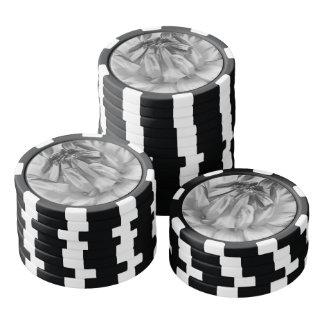 Flor blanco y negro juego de fichas de póquer