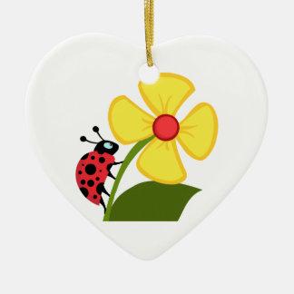 Flor de la mariquita adorno de cerámica en forma de corazón