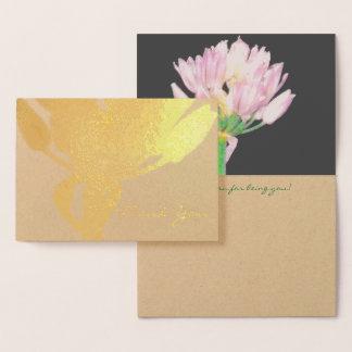 Flor de las cebolletas tarjeta con relieve metalizado