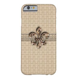 Flor de lis de oro con el modelo poner crema del funda de iPhone 6 barely there