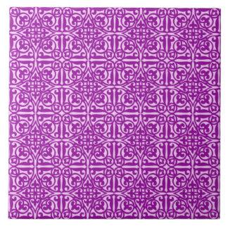 Flor de lis medieval del damasco, púrpura amethyst azulejo cuadrado grande