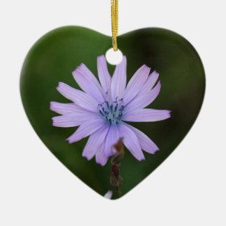 Flor de una lechuga de la montaña adorno navideño de cerámica en forma de corazón