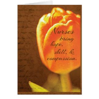 Flor del tulipán del día de las enfermeras tarjeta de felicitación